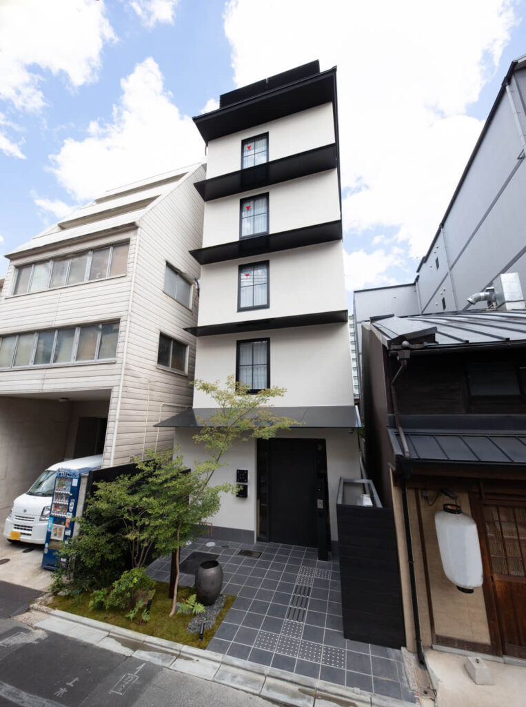 THE GENERAL KYOTO 仏光寺麩屋町